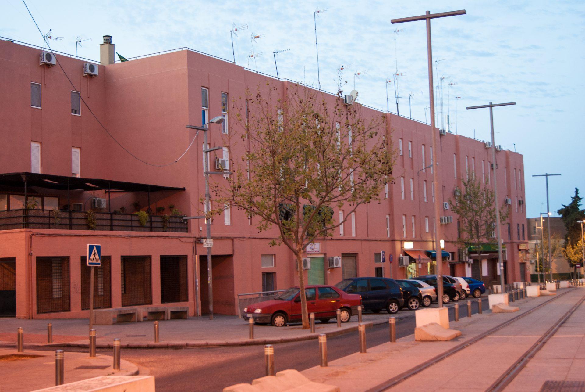 La junta licita la reurbanizaci n de los pisos rosas de alcal con un presupuesto de - Pisos de la junta de andalucia ...