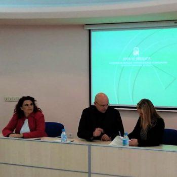 Foto firma Sevilla convenio Programa Tratamiento Familias con Menores