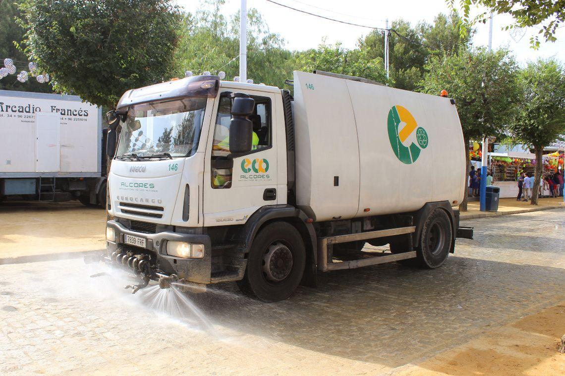 servicio-de-limpieza-y-recogida-de-residuos-en-el-real-de-la-feria