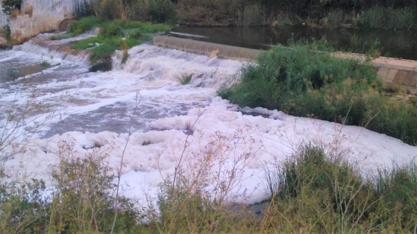 Foto-1-vertido-río-Guadaíra-20-octubre-17-1