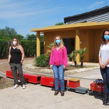 De izquierda a derecha, gerente de empresa Riverízate, Raquel Guerrero, alcaldesa de Alcalá, Ana Isabel Jiménez y delegada de Turismo, Rosa Carro