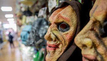 Máscaras de ogro en una tienda, en Madrid (España) a 20 de febrero de 2020.