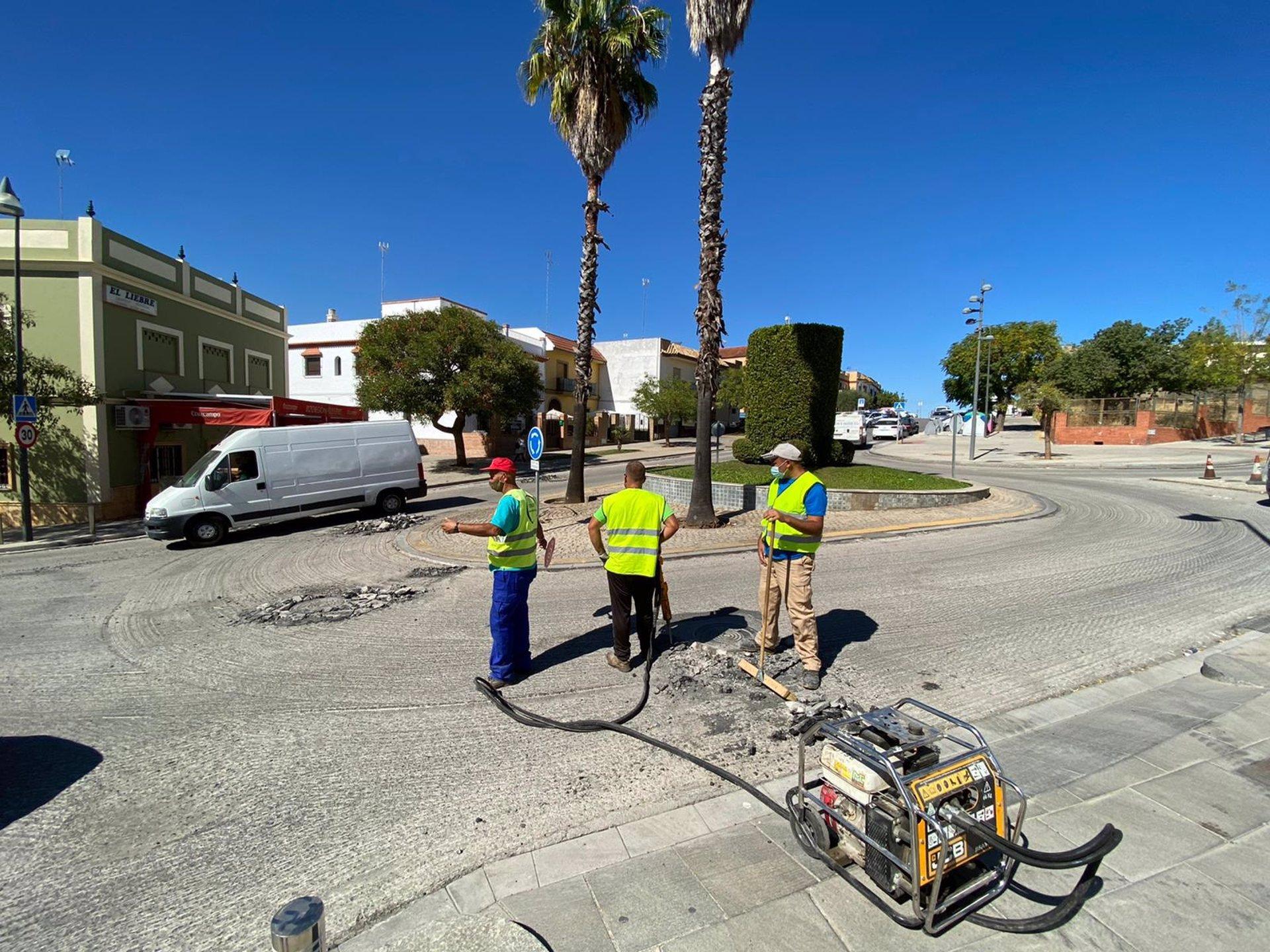 Sevilla.- El Ayuntamiento de Alcalá de Guadaíra inicia el reasfaltado de varias calles con un presupuesto de 48.000 euro