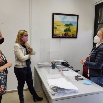 La alcaldesa de Alcalá de Guadaíra, Ana Isabel Jiménez, ha visitado los Servicios Sociales municipales.