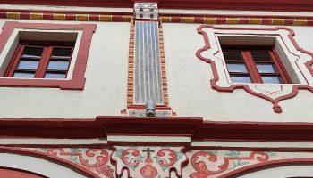 Sevilla.- Culmina la restauración de las pinturas murales del XVIII del patio del Ayuntamiento de Alcalá de Guadaíra