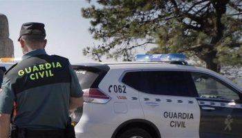 La Guardia Civil avisa de un fraude que ofrece a los mayores vacunarse en casa