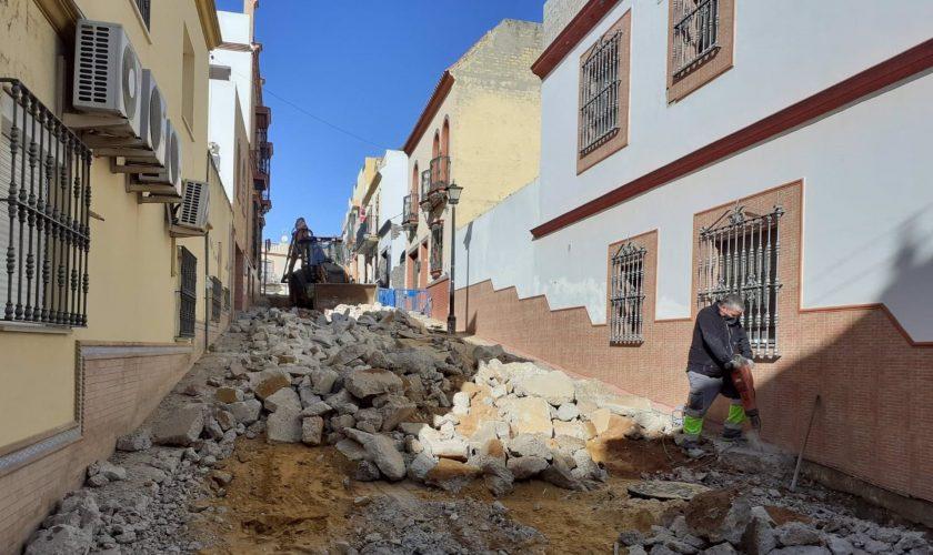 Sevilla.- Ayuntamiento Alcalá de Guadaíra inicia obras de reurbanización en la calle Castillo de Santa Olalla