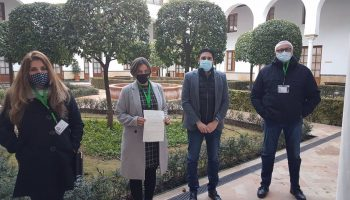 Sevilla.-Adelante destaca el millar de firmas  en Alcalá de Guadaíra para que Junta refuerce el servicio de salud