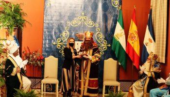 la-alcaldesa-entrega-las-llaves-de-oro-de-alcala-a-los-reyes-magos-de-oriente