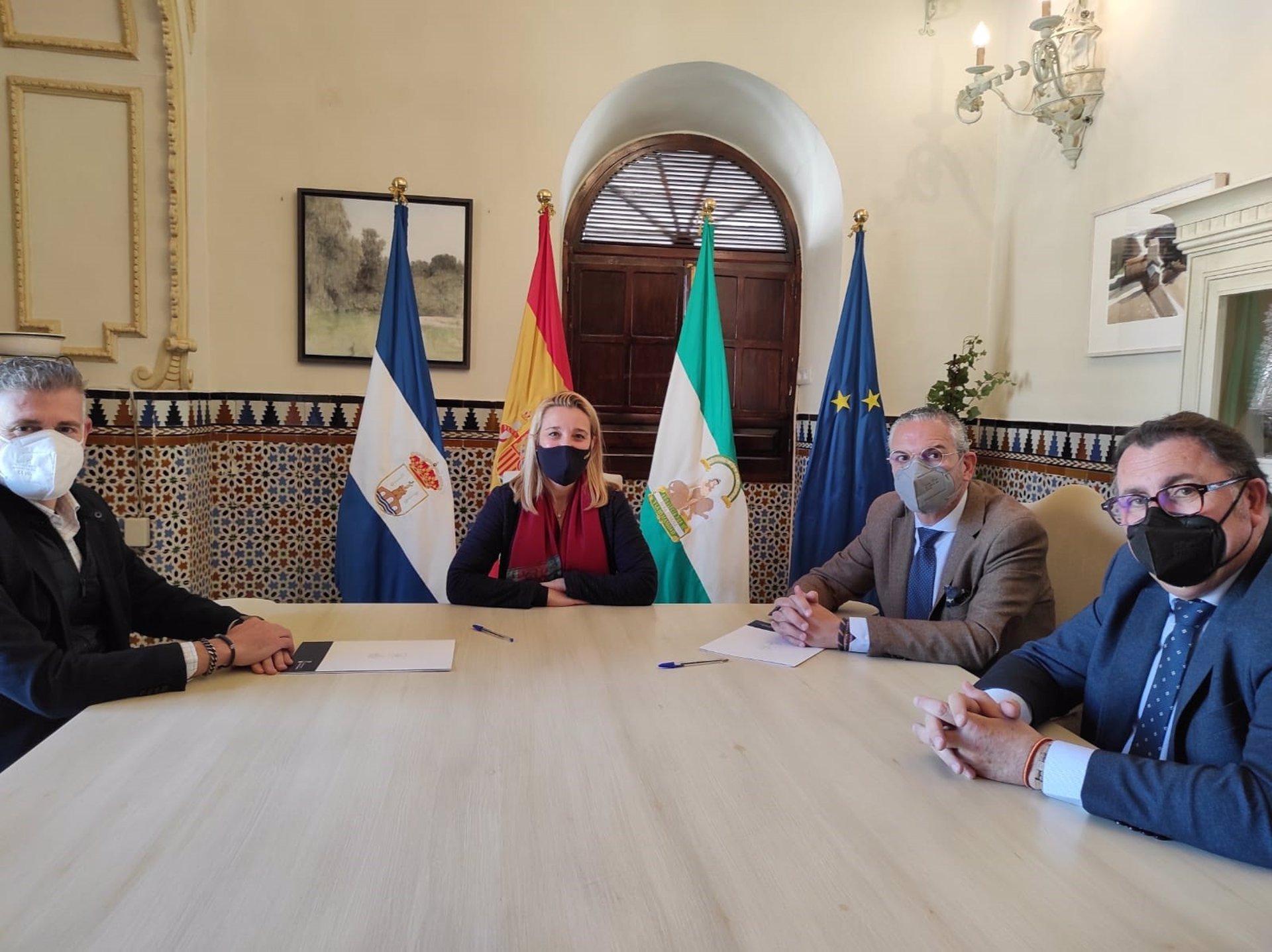 Sevilla.- Ayuntamiento de Alcalá de Guadaíra articula su apoyo a las hermandades a través de un convenio de colaboración