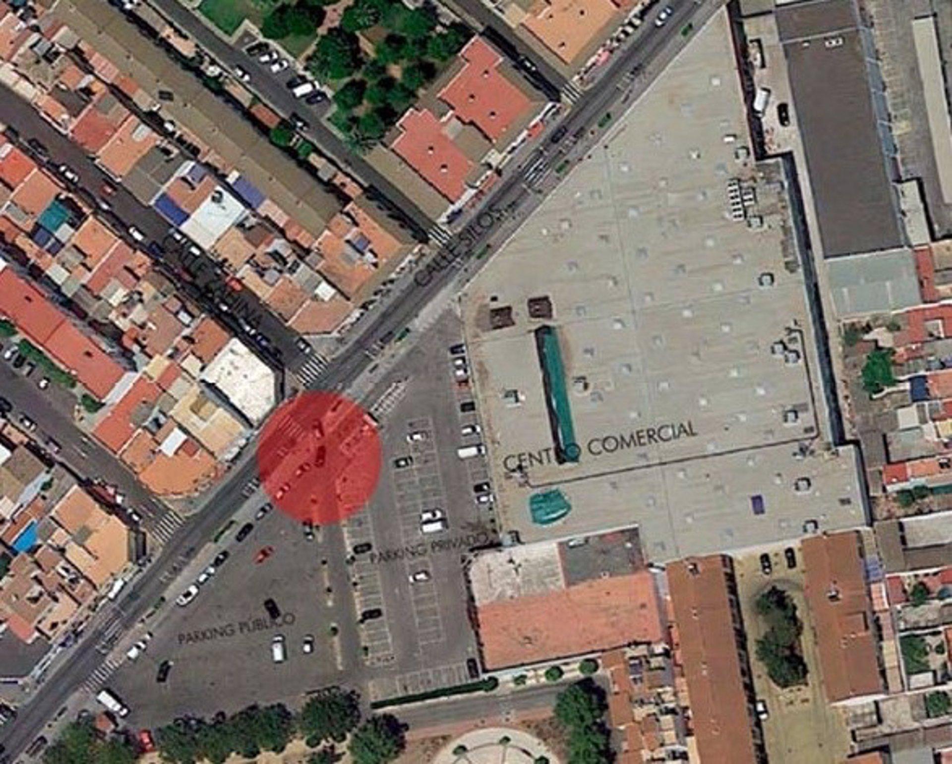Sevilla.- Vía libre a la nueva rotonda en calle Silos de Alcalá que regulará el acceso aparcamiento y centro comercial