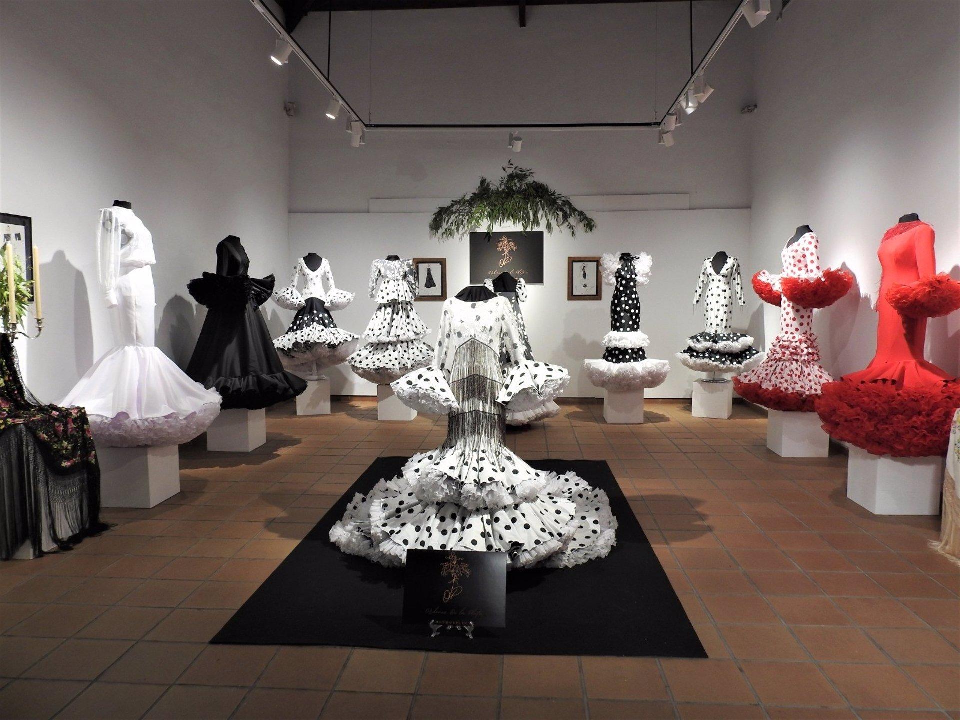 Sevilla.- Inaugurada en Alcalá de Guadaíra la exposición 'Rafaela', obra del diseñador local Javier Ordóñez
