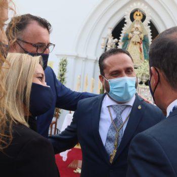el pregonero recibe las felicitaciones de la alcaldesa y miembros de la corporación municipal