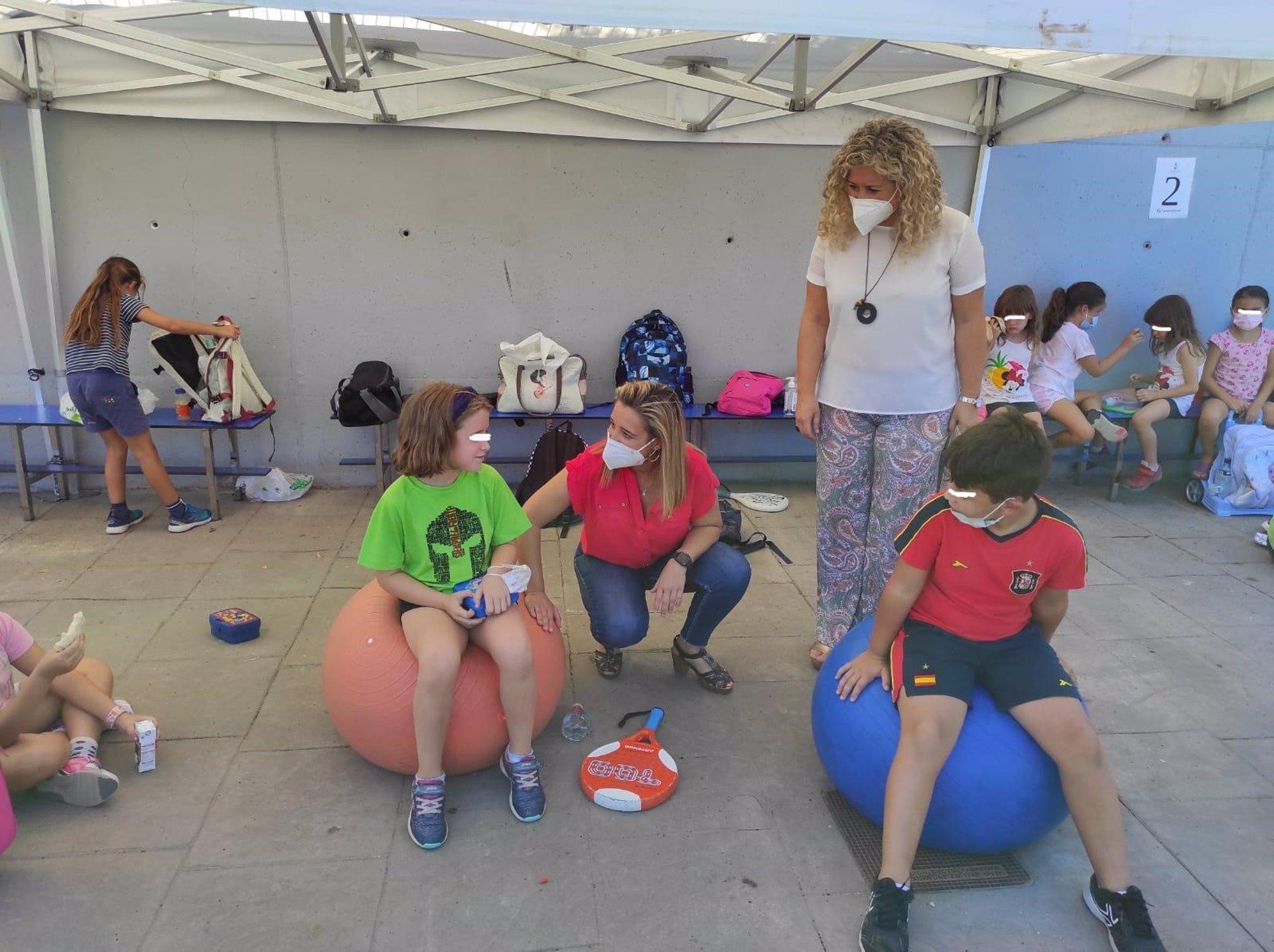 Sevilla.- Más de 70 menores participan en las actividades deportivas del Complejo Sur de Alcalá de Guadaíra
