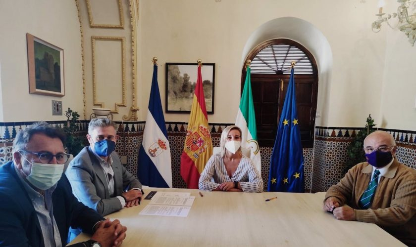 Sevilla.- Ayuntamiento Alcalá y la Hermandad de Jesús colaboran para mantener la ermita de San Roque y el Monte Calvario