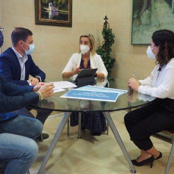 La alcaldesa de Alcalá de Guadaíra, Ana Isabel Jiménez, ha destacado la vocación de los cambios introducidos en las ordenanzas fiscales de ayudar al desarrollo económico y de facilitar el desarrollo de objetivos estratégicos del gobierno municipal.