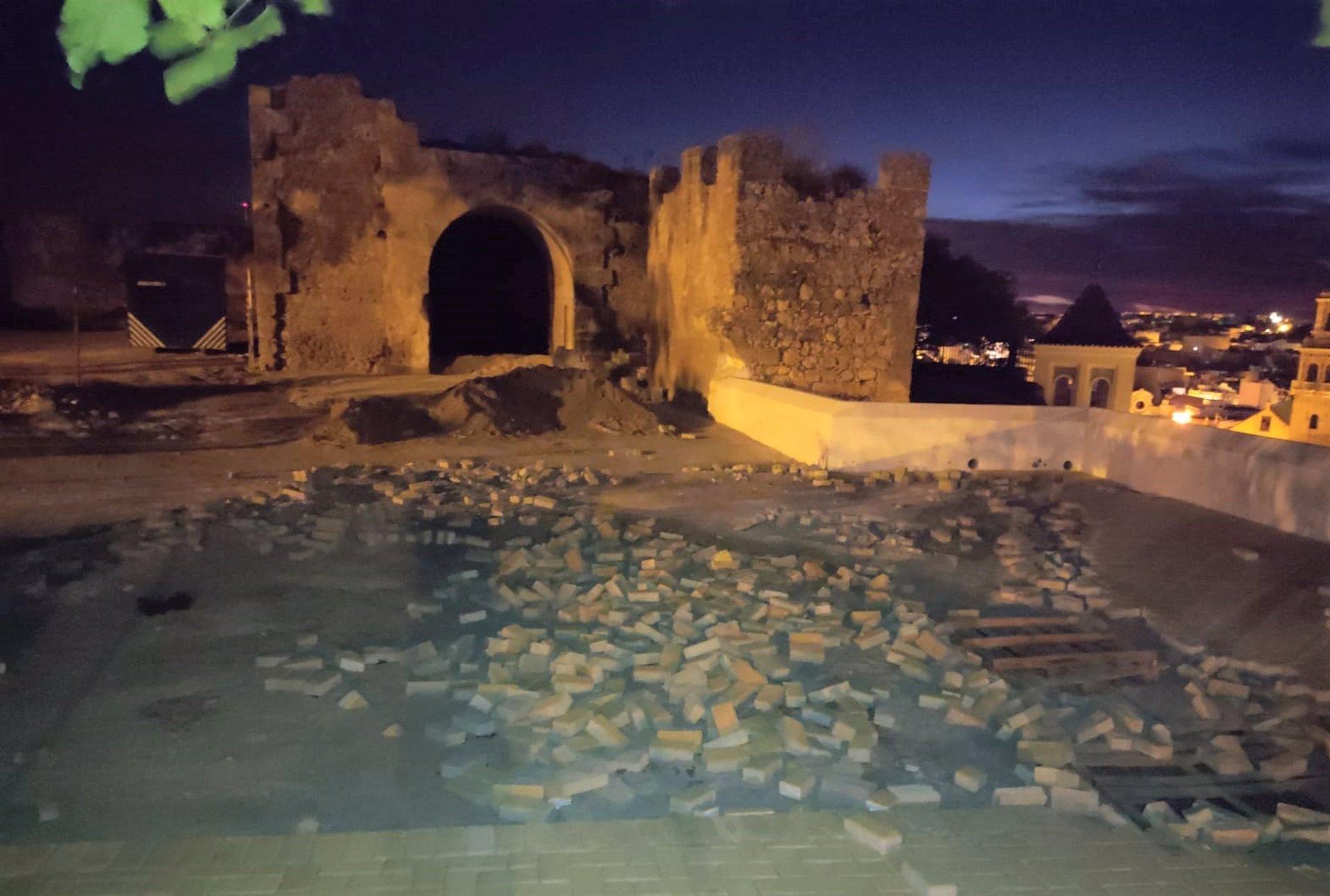 Vandalismo en la zona del castillo de Alcalá de Guadaíra.