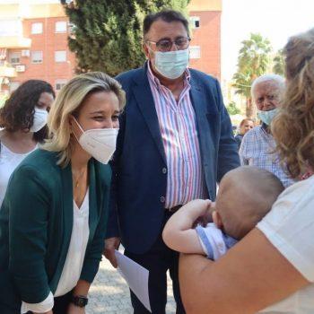 La alcaldesa de Alcalá de Guadaíra, la socialita Ana Isabel Jiménez, presenta la iniciativa 'Alcalá, barrio a barrio'.